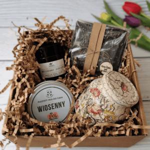 paczka wiosenna ze słoikiem w kwiaty - decoupage