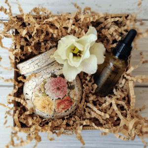 paczka ze słoczkiem decoupage w kwiaty oraz serum do twarzy